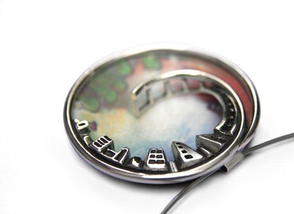 Silver/aluminium pendant by Agnieszka Maksymiuk. Via Ganoksin Project.